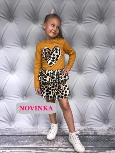 Šaty s leopardí sukní a srdcem hořčicové